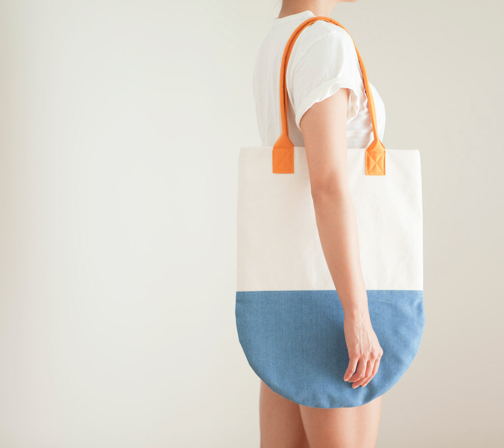 海洋风 半圆沙滩包 Ocean Semi-Circle Color Block Beach Tote - Blue, Ivory, Orange Cotton Canvas的图片