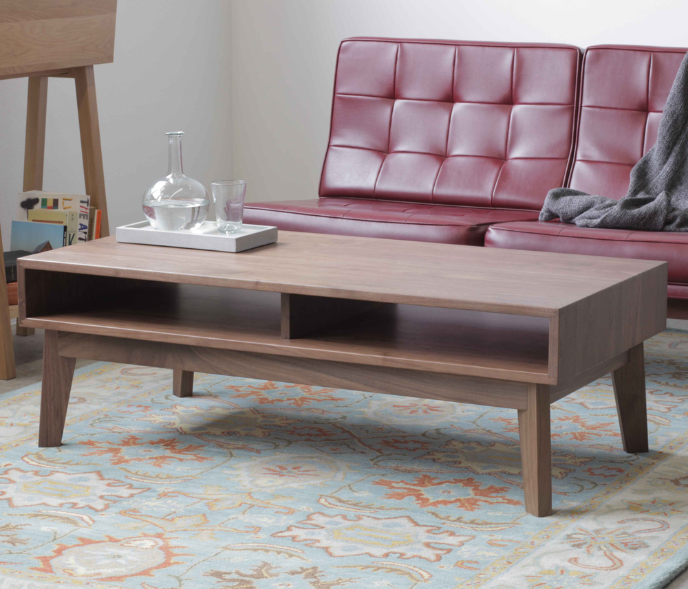 Walnut Coffee Table with Shelf的图片
