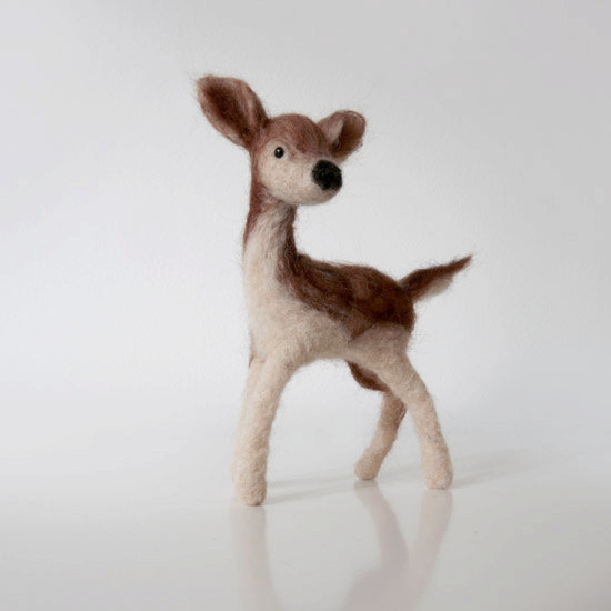 小小鹿, elegant handmade animal doll from beautiful natural brown and beige wool的图片