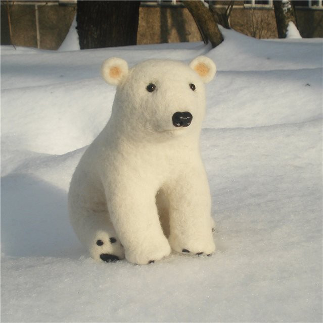 White needle felted wool polar bear - Handmade work - Gift的图片