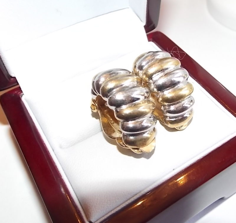 Elegant Vintage Gold Silver Textured Clip on Earrings Nina Ricci 10d 50的图片