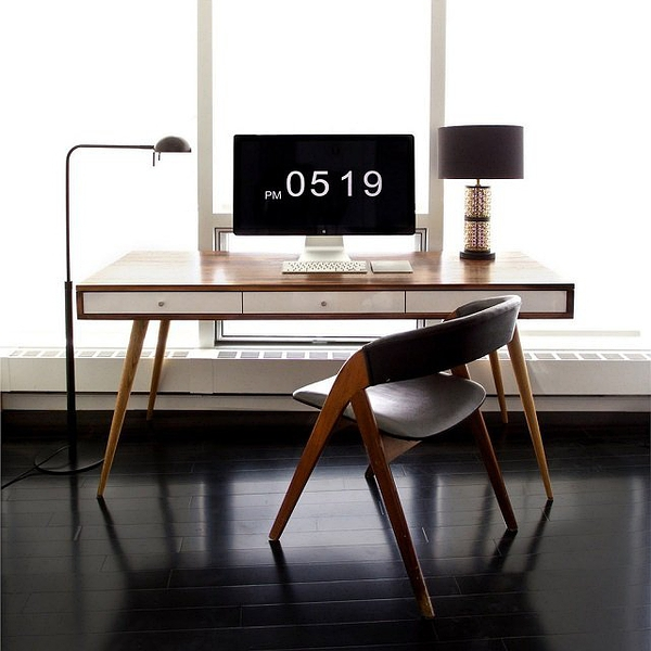 Mid Century Desk by Jeremiah Collection的图片