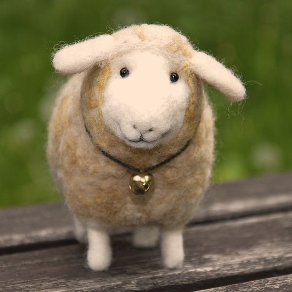 Handmade felted needlefelted  wool lamb sheep的图片