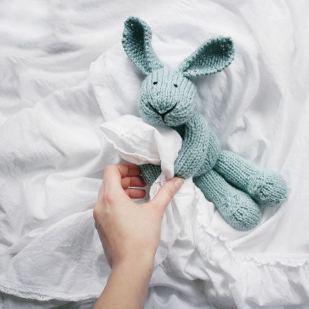 LiLi LOVE handmade knitted plush bunny toy from beautiful light blue wool blend yarn的图片