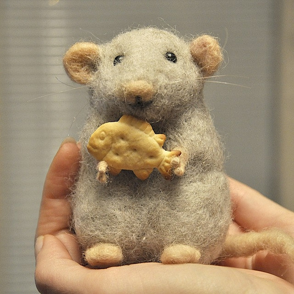 Grey wool mouse - Needle felted - Handmade work的图片