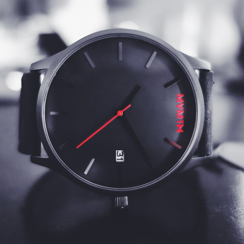 Black on Black Watch by Mvmt - $100的图片