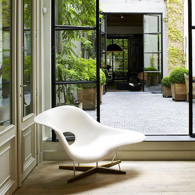Eames La Chaise by Charles & Ray Eames的图片
