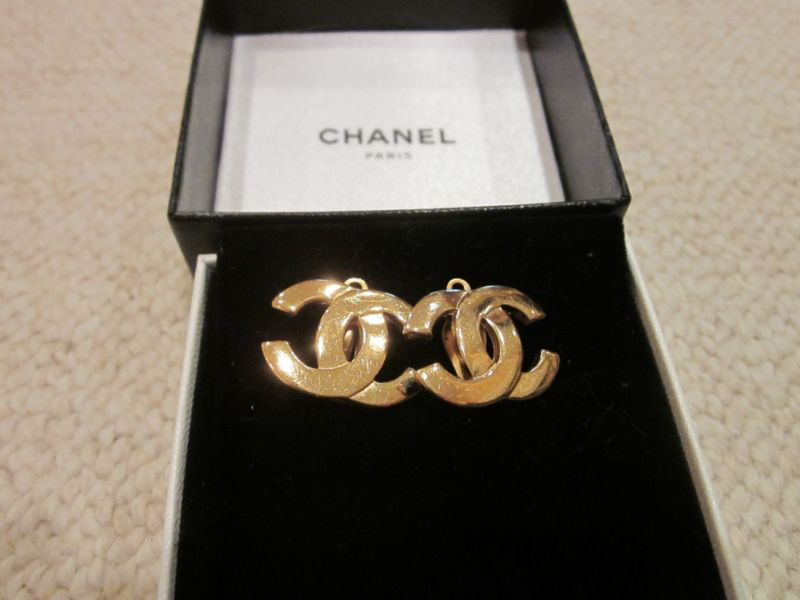 Auth CHANEL Vintage CC Logo Gold Tone Super Size Clip-On Earrings的图片