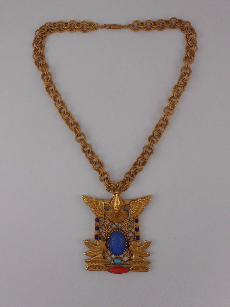 ASKEW LONDON 'EGYPTIAN REVIVAL' PHARAOH AND SCARAB PENDANT NECKLACE的图片