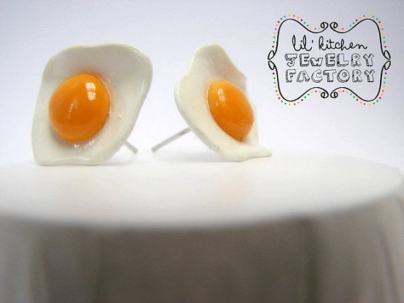 Fried egg earrings Polymer Clay Handmade by TheSugaRush on Etsy的图片